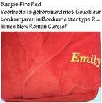 Naam borduren bij LogoBorduurstudio In Barneveld op rode badjas